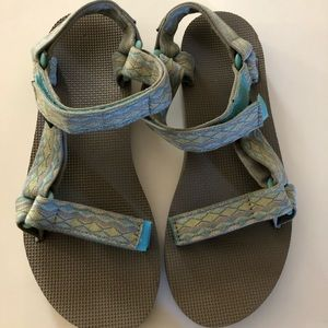 Teva sandals sz 8 new